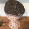 ポンポン付きウールベレー帽子(ブラウン)