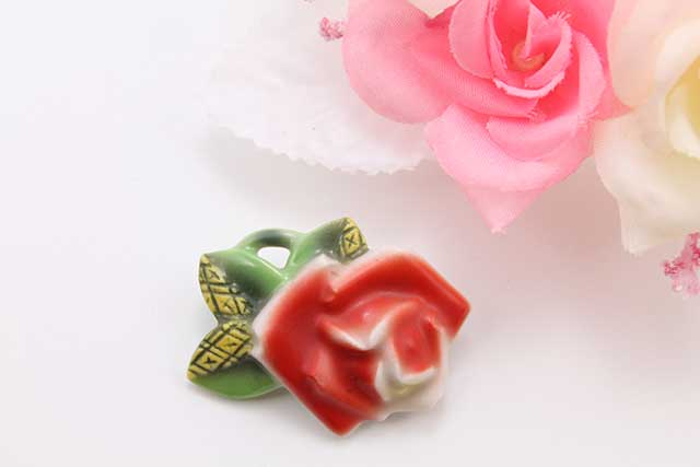 有田焼ブローチ 薔薇
