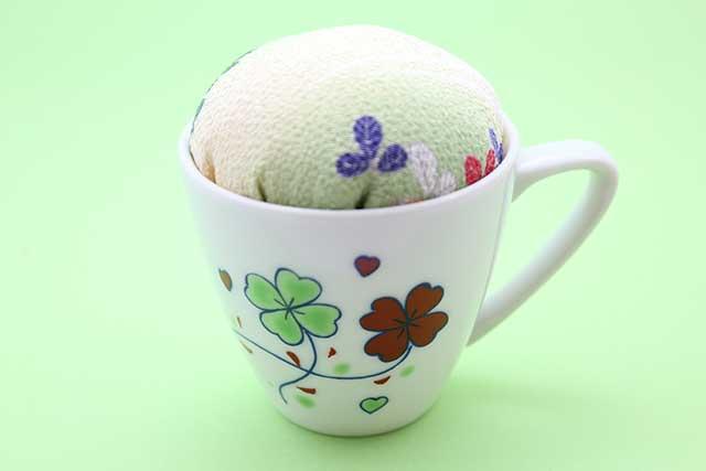有田焼ティカップ型針山 クローバー