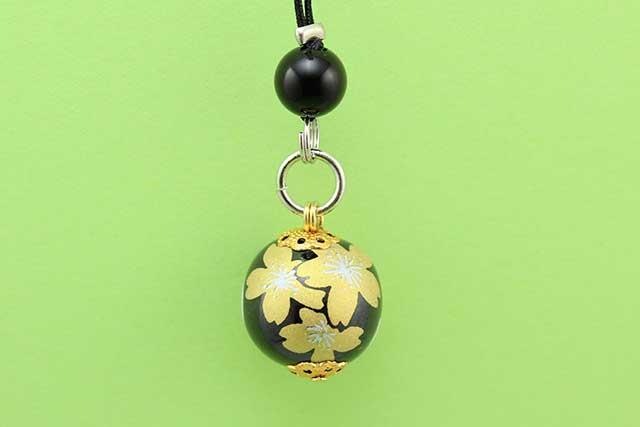 有田焼と天然石のコラボストラップ 黒金桜