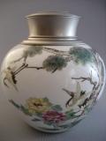 景徳鎮製茶缶ー彩絵「舞い鶴」図