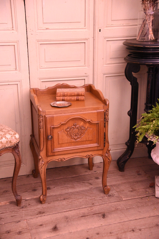 アンティーク ベッドサイドテーブル 猫脚 ナイトテーブル