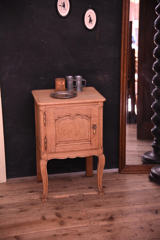 アンティーク 猫脚 ナイトテーブル ベッドサイドテーブル フレンチ 1