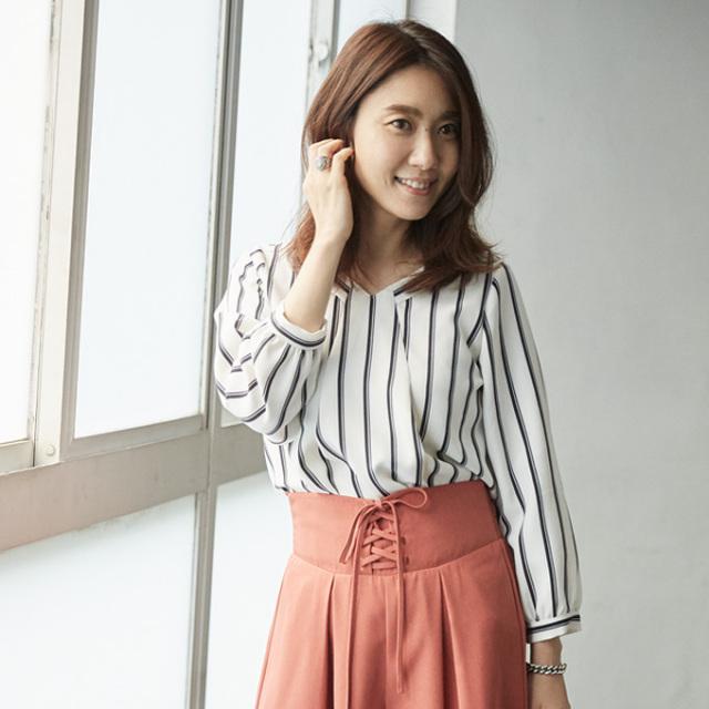 【Stripe V neck blouse】東原妙子さん着用 ストライプ Vネック ブラウス