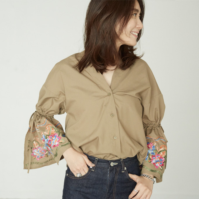 【Embroidery sleeve V neck shirt】東原妙子さん着用 袖刺繍 衿抜き シャツ