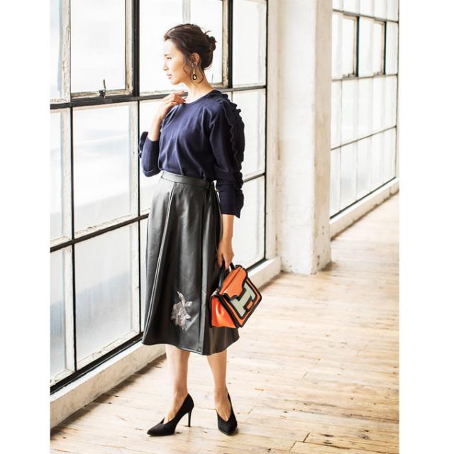 フェイクレザー刺繍スカート*SALE品につき返品/交換/注文確定後の変更キャンセル不可*