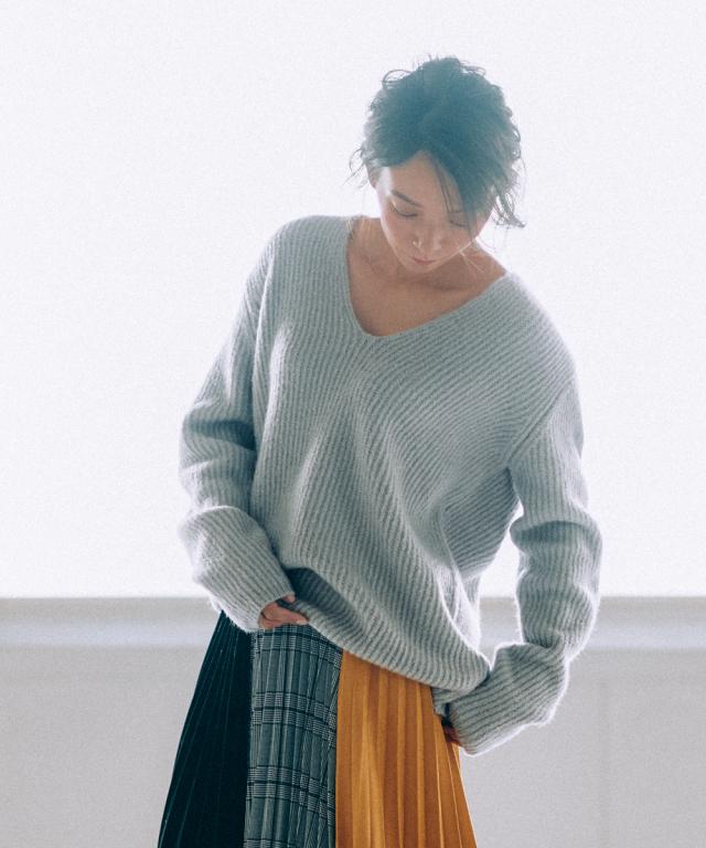 【Over side V neck knit】オーバーサイズ 抜き衿 ニット