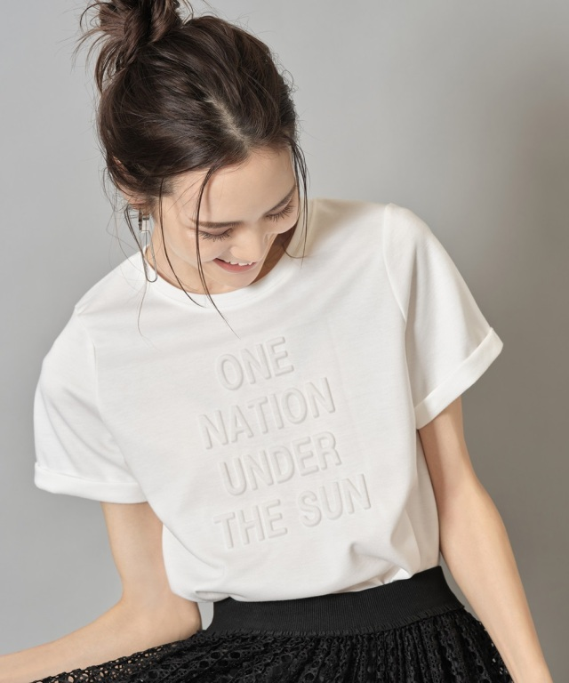 【小林有里さん着用】エンボスロゴTシャツ