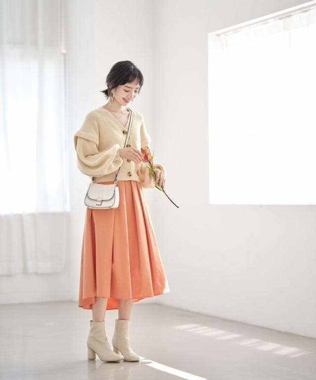 カラータフタスカート