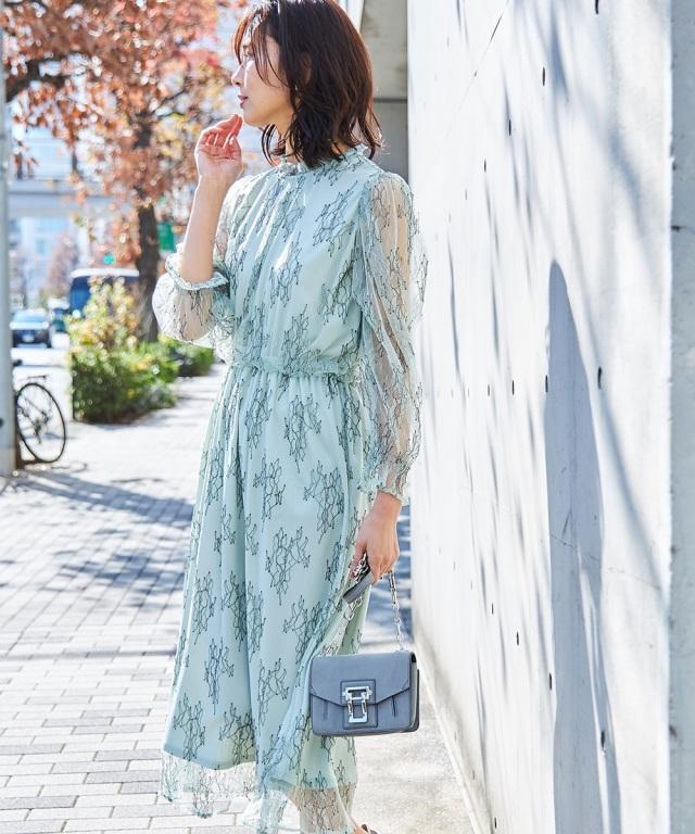 チュール刺繍スタンドカラードレス
