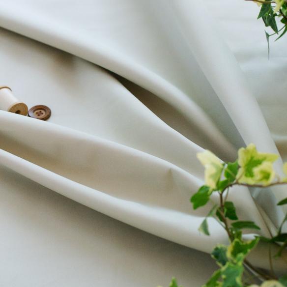 【布帛】上質な60/2ギャバジン・撥水加工(アイボリー) オーダーカット