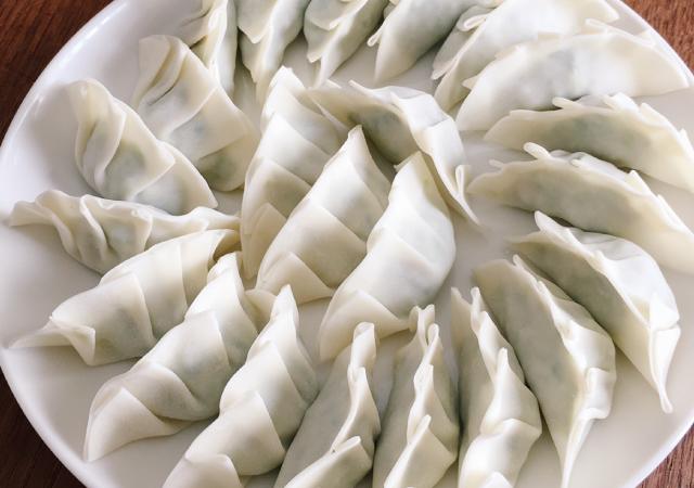 米澤豚一番育ち黄木の手作り餃子10個入(タレ付)【冷凍】トレー盛