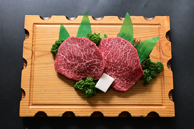 米沢牛赤身ステーキ(大判カット)モモ200g×2枚