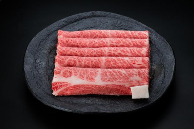 米沢牛肩ロースすき焼き用 500g(タレ付) (冷蔵)送料無料 化粧箱入