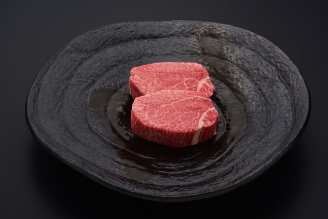 悠修牛ヒレステーキ(冷蔵) トレー盛り