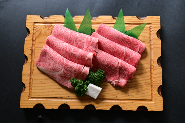 米沢牛すき焼き詰合せ(ロース・赤身 各300g)冷蔵 化粧箱入 送料無料