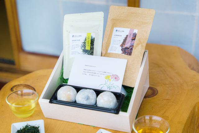 【父の日ギフト】 お茶と和菓子「感謝」メッセージカード付※税込送料無料!