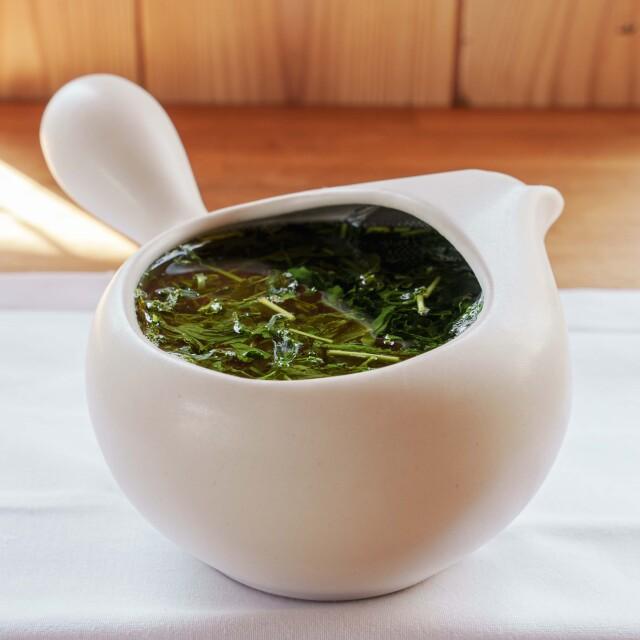 お茶の初心者にぴったりな『ふたなし急須』(白)