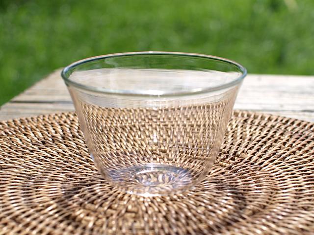 ガラスの湯のみ