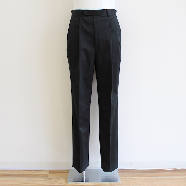 JOHNLAWRENCESULLIVAN COTTON PLEATED TROUSERS BLACK