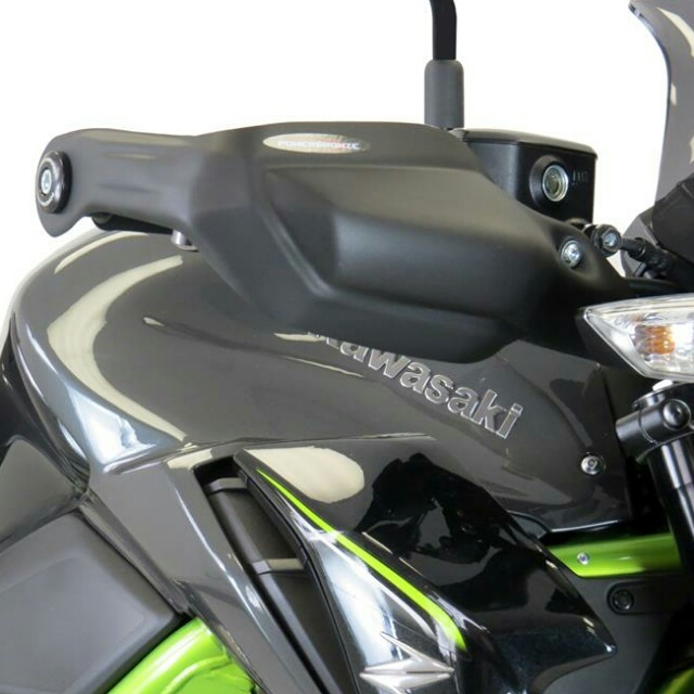 KAWASAKI >> Z900(18-) ハンドガードキット Powerbronze