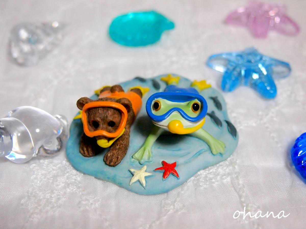 カエルとクマの海中遊泳