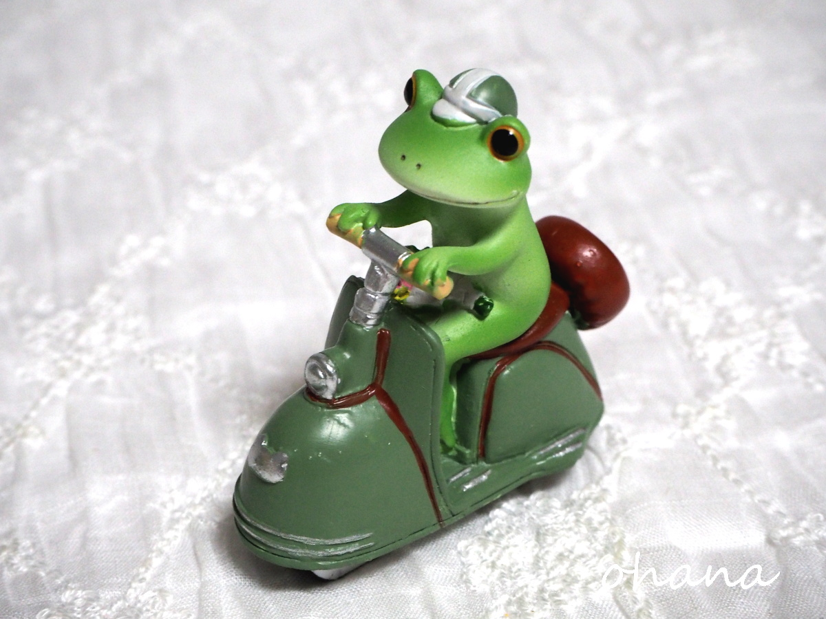 レトロバイクとカエル