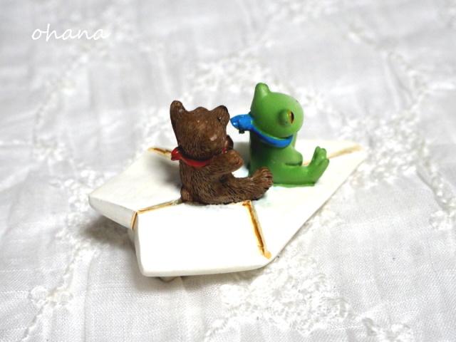 紙飛行機とカエルとクマ