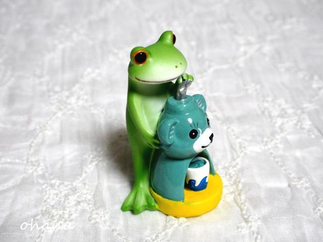かき氷作るカエル