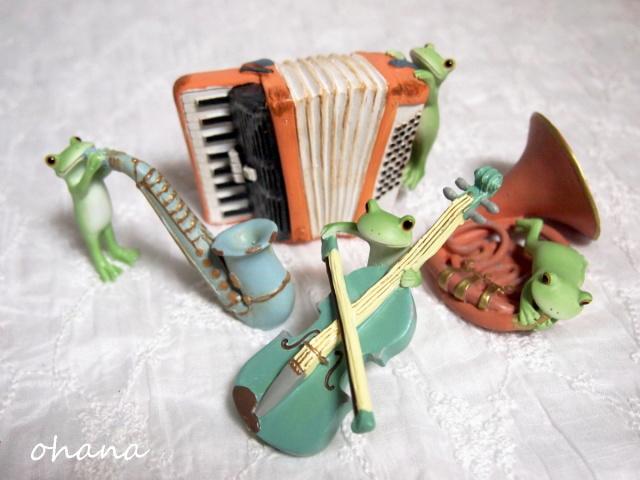 楽器とカエル