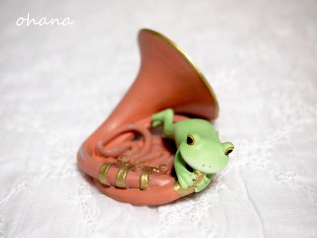 ホルンを吹くカエル