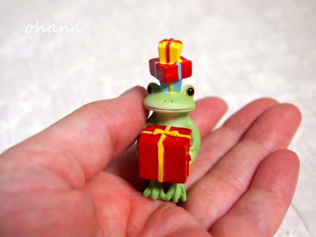 プレゼントとカエル