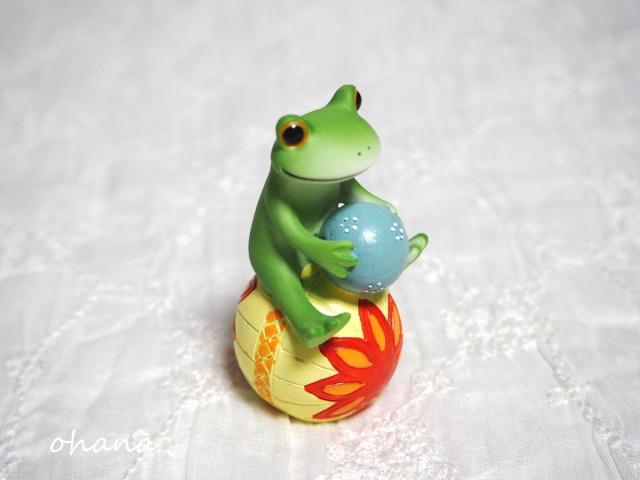 鞠に乗ったカエル