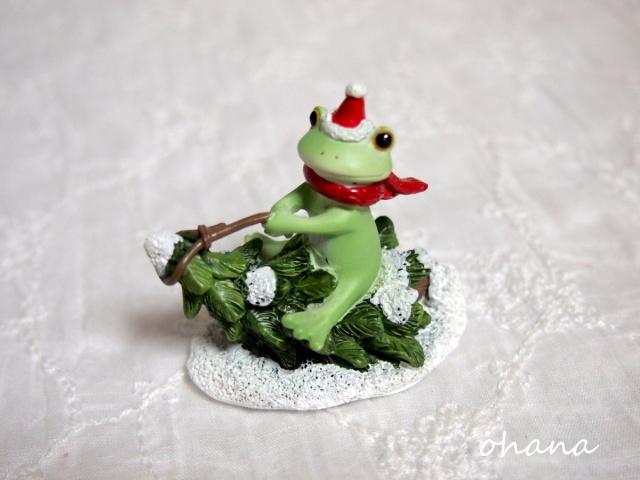 ツリーソリで遊ぶカエル