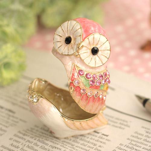 ピンクのフクロウ