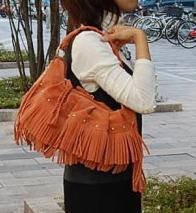 【本当に赤字】ベロアのフリンジバッグが、たったの2,625円♪