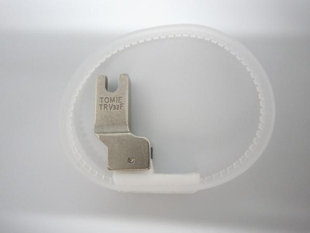 TOMIE  スライドリング付きテフロン段付き押え金 針落ち右側【メール便可】
