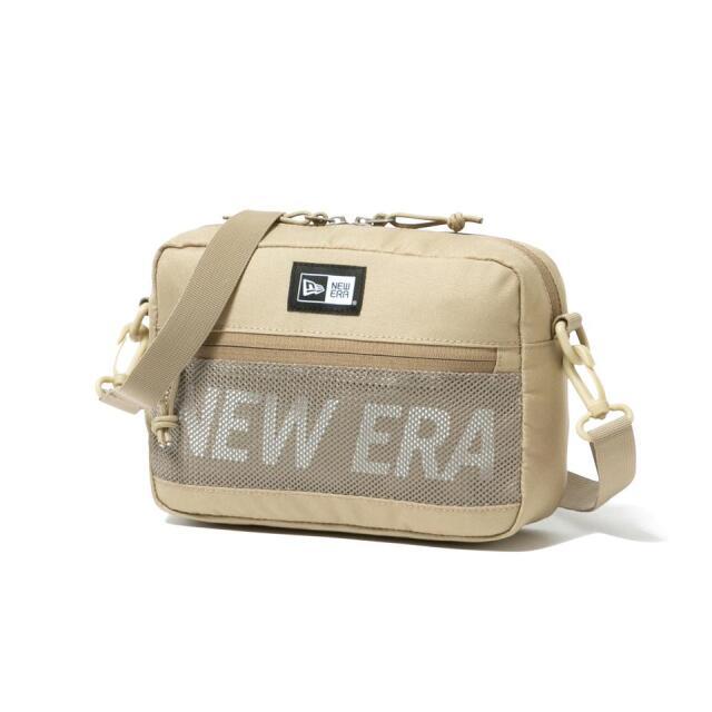 12541081 / NEW ERA / ニューエラ / ショルダーポーチ / ラージ 2L / プリントロゴ / ベージュ × ホワイト