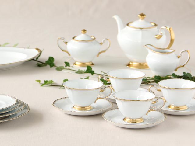 大輪の白いバラをイメージしたシリーズ ホワイトマスターピース