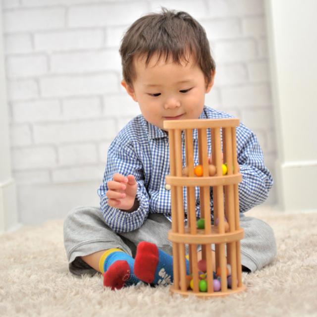 ラトルタワー遊んでいる子供