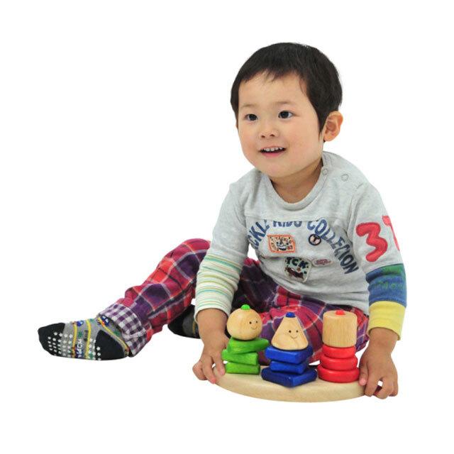 ジオトリオで遊んでいる子供