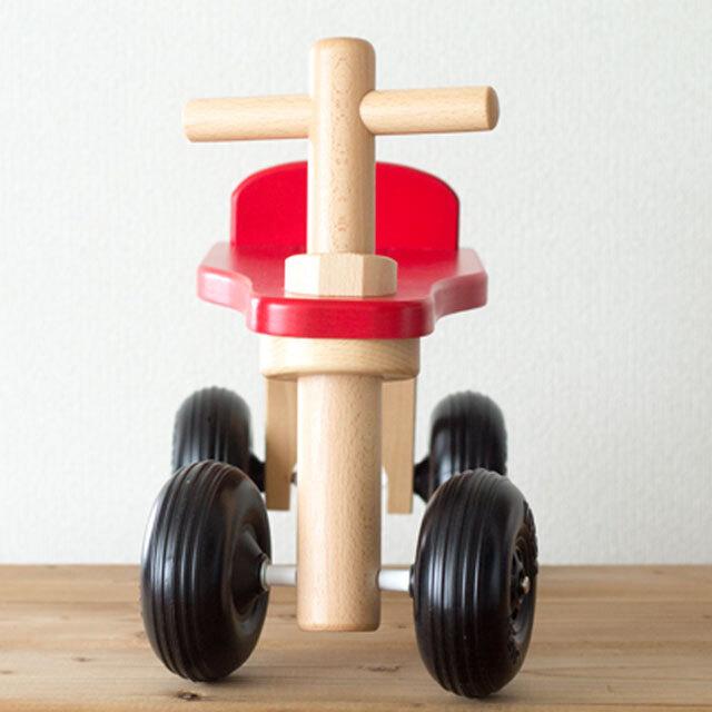 木のおもちゃの乗り物正面