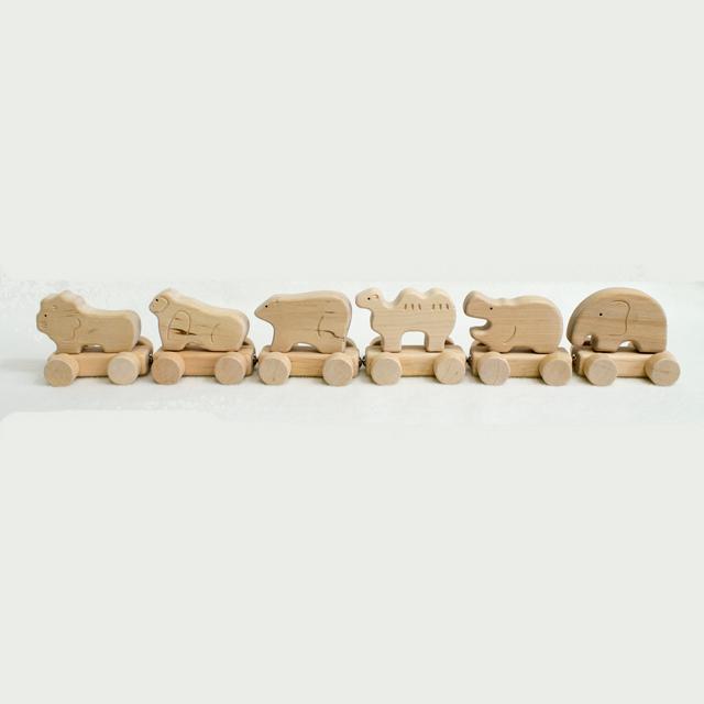 一列に並んだ動物トレイン