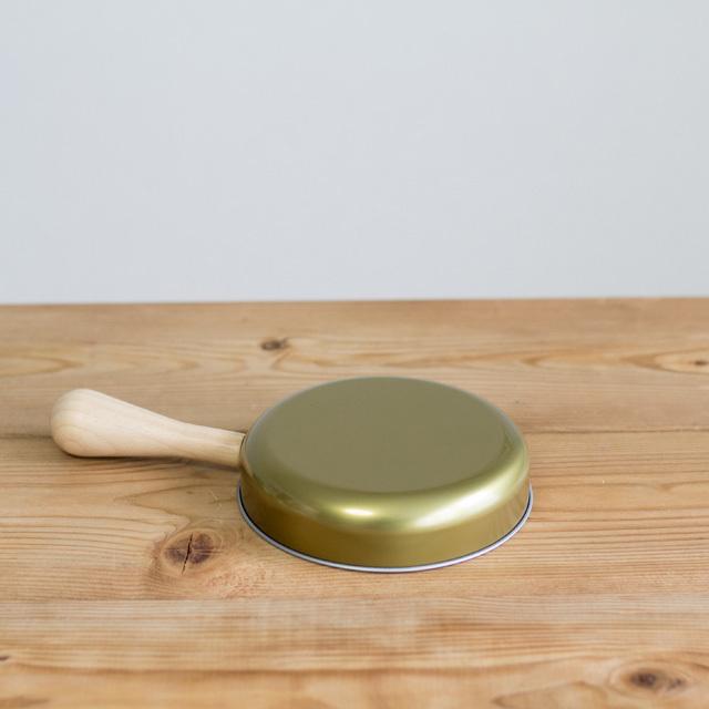 調理用具セット フライパンの裏面