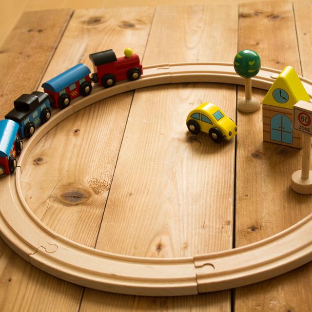 木のおもちゃ汽車