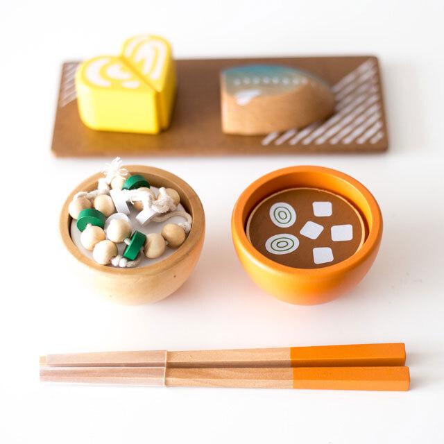 木製納豆と味噌汁