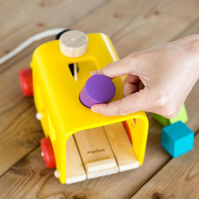 PLAN TOYSのバスおもちゃ