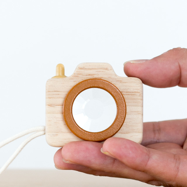 ミニカメラ木のおもちゃ