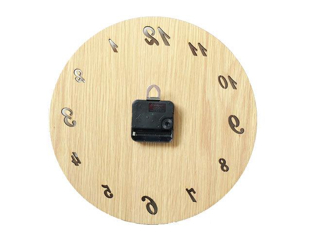 木製壁掛け時計背面