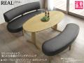 【楕円テーブルとラウンドソファのリビングダイニング】「リアル」リビングダイニング3点セット 160楕円テーブル、大振りなラウンドソファとラウンドベンチ、PVCレザー座面のリビングダイニング3点セットです。